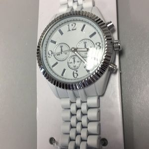 Accessories - Fashion women's watch white silver new